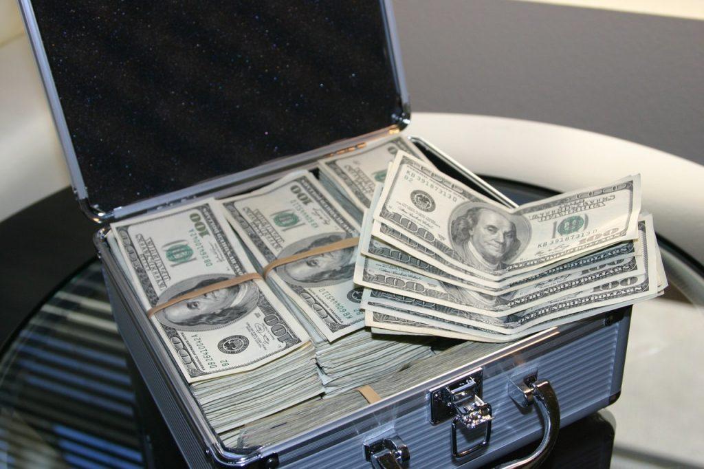 ジュラルミンケースに入ったお金